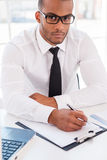 Homme d'affaires sûr au travail Image stock
