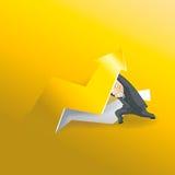 Homme d'affaires se soulevant vers le haut de la flèche d'or Image libre de droits