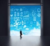 Homme d'affaires se tenant à la pièce du serveur de réseau 3d illustration libre de droits