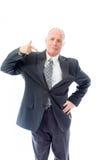 Homme d'affaires se tenant avec la main sur la taille et le pointage Images stock
