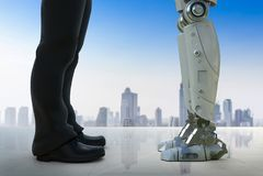 Homme d'affaires se tenant avec le robot illustration libre de droits