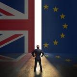 Homme d'affaires se tenant devant un mur avec le cric des syndicats et le drapeau d'Eu Images libres de droits