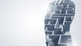 Homme d'affaires se tenant et pensant avec le labyrinthe Photos libres de droits