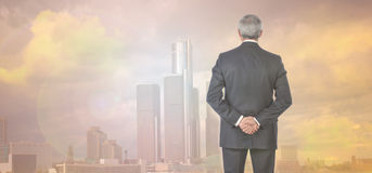 Homme d'affaires Skyline et fusée de Sun de coucher du soleil Images libres de droits