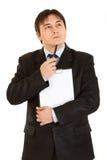 Homme d'affaires songeur avec la planchette d'isolement photo libre de droits