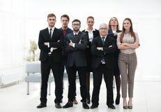 Homme d'affaires supérieur et son équipe sûre d'affaires Images libres de droits