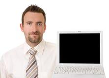 Homme d'affaires supportant l'ordinateur portatif avec le chemin de découpage images libres de droits