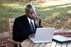 Homme d'affaires sur l'ordinateur photo libre de droits