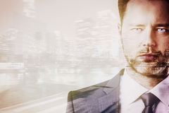 Homme d'affaires sur le multiexposure de fond de ville Images libres de droits