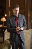 Homme d'affaires sur le téléphone portable. Photos stock
