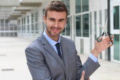 Homme d'affaires tenant des ciseaux Image libre de droits