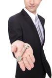 Homme d'affaires tenant des clés image stock