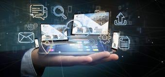 Homme d'affaires tenant des dispositifs reliés à un rendu du réseau 3d de multimédia de nuage photo stock