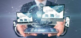 Homme d'affaires tenant des dispositifs reliés à un rendu du réseau 3d d'affaires globales image libre de droits