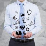 Homme d'affaires tenant des icônes d'affaires Photo libre de droits