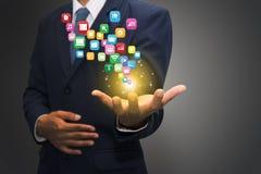 Homme d'affaires tenant des icônes d'ordinateur Photos libres de droits