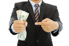 Homme d'affaires tenant dollars US et geste Image stock