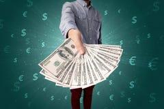 Homme d'affaires tenant l'argent image libre de droits