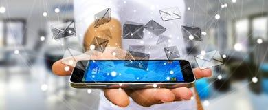 Homme d'affaires tenant l'icône d'email de vol du rendu 3D au-dessus de p mobile Photos stock