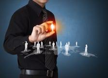 Homme d'affaires tenant l'icône sociale de réseau Photo libre de droits