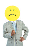 Homme d'affaires tenant le ballon souriant fâché de visage Photo stock