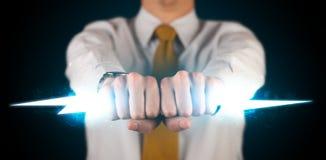 Homme d'affaires tenant le boulon de foudre rougeoyant dans des ses mains Photos stock
