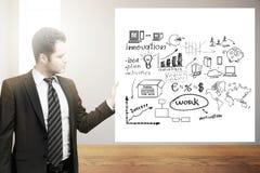 Homme d'affaires tenant le croquis de succès Image stock