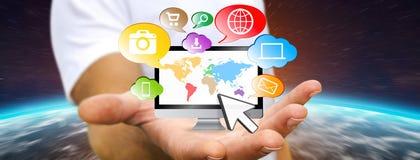 Homme d'affaires tenant le dispositif de technologie dans sa main Image libre de droits