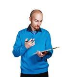 Homme d'affaires tenant le dossier et le stylo Image stock