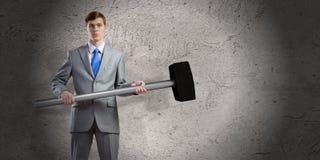 Homme d'affaires tenant le marteau Photos libres de droits