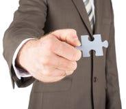Homme d'affaires tenant le morceau de puzzle Image stock