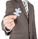 Homme d'affaires tenant le morceau de puzzle Images libres de droits