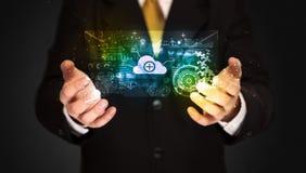 Homme d'affaires tenant le nuage de données Photo libre de droits