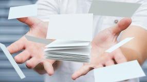 Homme d'affaires tenant le rendu de flottement de la carte de visite professionnelle de visite 3D Image stock