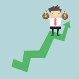 Homme d'affaires tenant le sac d'argent sur le graphique croissant illustration stock