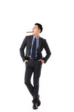 Homme d'affaires tenant un cigare photos stock