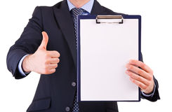 Homme d'affaires tenant un presse-papiers. Photographie stock libre de droits