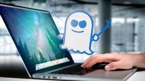 Homme d'affaires tenant une attaque de processeur de spectre avec des conn. de réseau Photo libre de droits