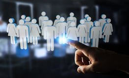 Homme d'affaires touchant 3D rendant le groupe de personnes avec son finge Images stock