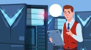 Homme d'affaires travaillant à la Tablette de Digital au centre de base de données ou à l'ingénieur moderne d'homme d'affaires de Photos stock