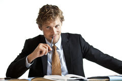 Homme d'affaires travaillant à son bureau Image libre de droits