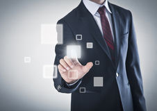Homme d'affaires travaillant à un écran tactile Photo libre de droits