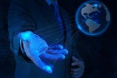 Homme d'affaires travaillant avec le nouveau réseau moderne de social de salon de l'informatique Image stock