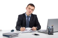 Homme d'affaires travaillant avec les documents et l'ordinateur portable Images stock