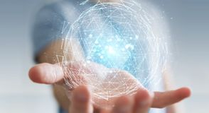 Homme d'affaires utilisant l'hologramme de explosion 3D de sphère de triangle numérique illustration libre de droits