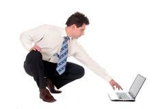 Homme d'affaires utilisant l'ordinateur portatif photo stock