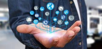 Homme d'affaires utilisant le circuit électronique numérique moderne avec des icônes Photo libre de droits