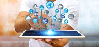 Homme d'affaires utilisant le circuit électronique numérique moderne avec les icônes o Image stock