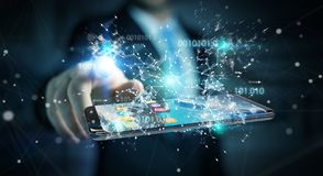 Homme d'affaires utilisant le code binaire numérique sur le renderi du téléphone portable 3D Image libre de droits