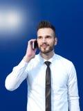 Homme d'affaires utilisant le portable images stock